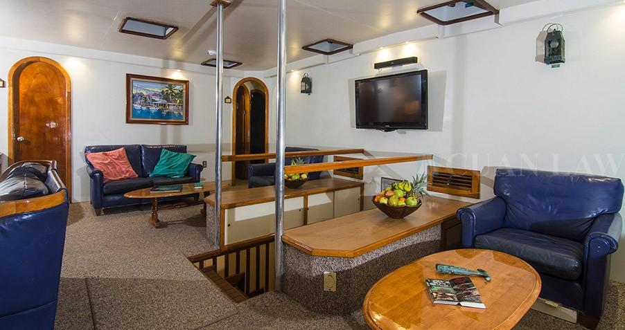 bvi-sailing-vacation-cuan-law-saloon